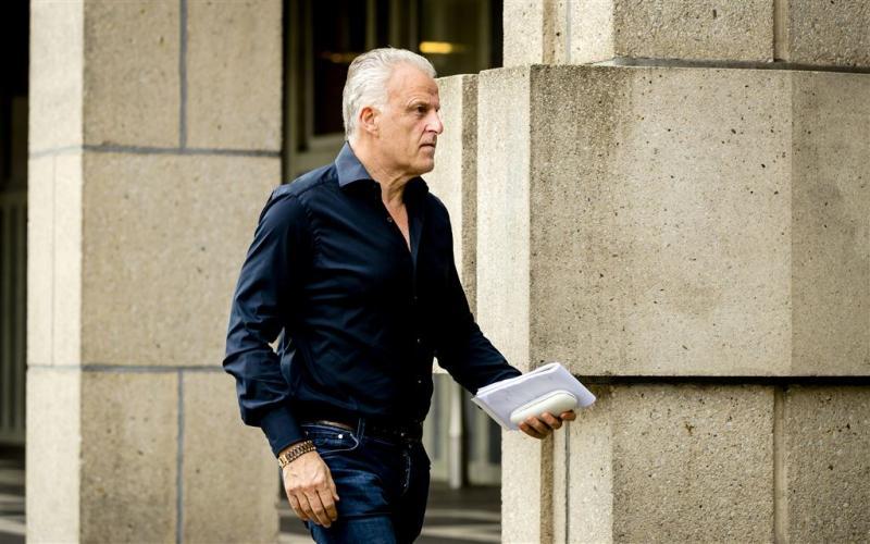 Peter R. de Vries heeft gebrek aan beenruimte