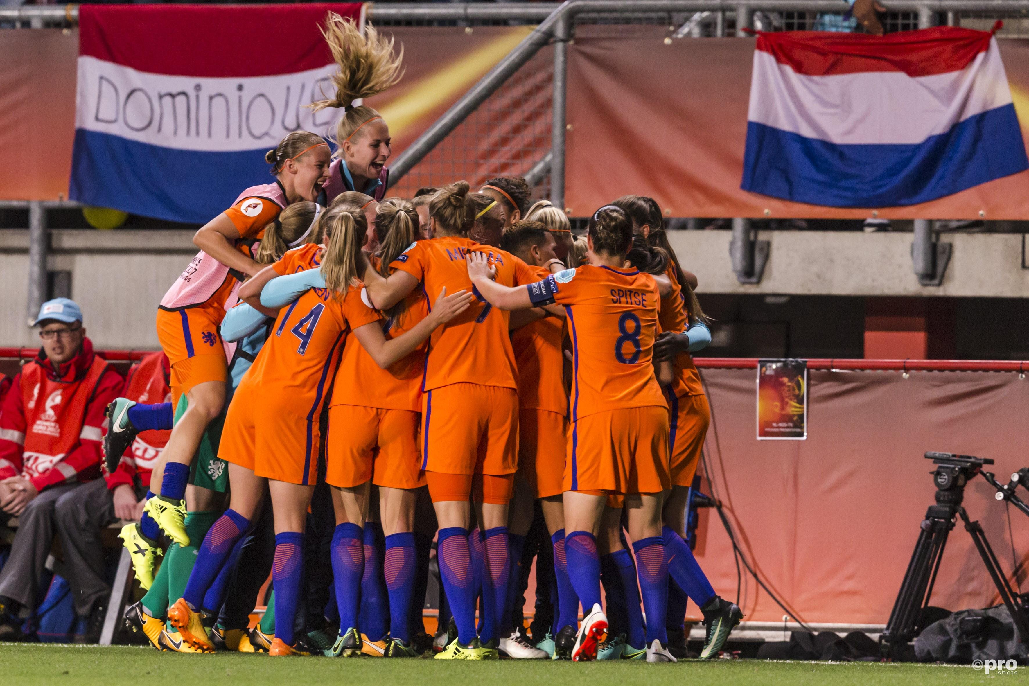 Nederland viert de 2-0 (Pro Shots/Erwin Spek)