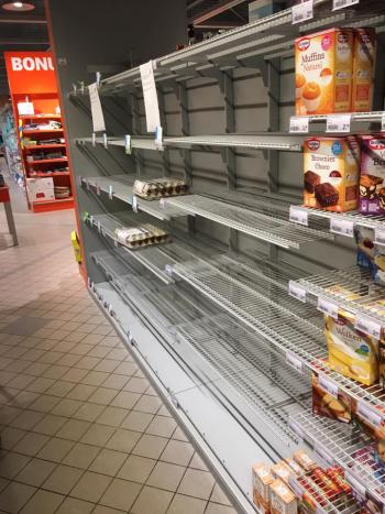 Lege schappen bij de supermarkt (Foto: Hilzillah)