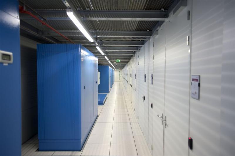 Oprichter weg bij internetknooppunt Amsterdam