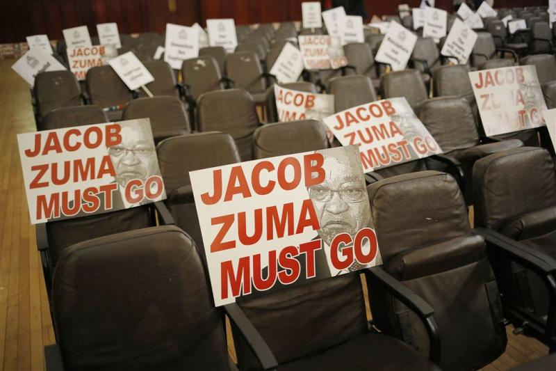 President Zuma overleeft motie van wantrouwen