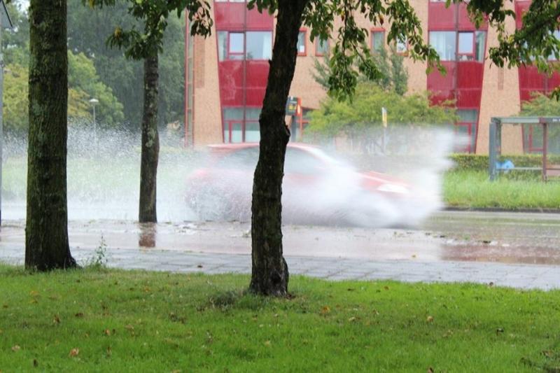 Mijn collega-weerman Stephan was helemaal gelukkig. Hij is dol op regen en had dinsdag de dag van zijn leven.  (Foto: Stephan5)