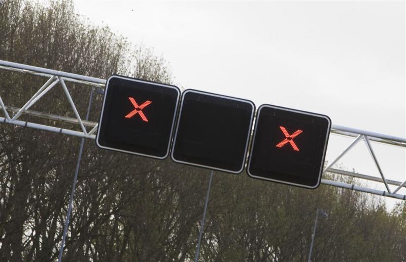 A12 richting Utrecht afgesloten na ongeval