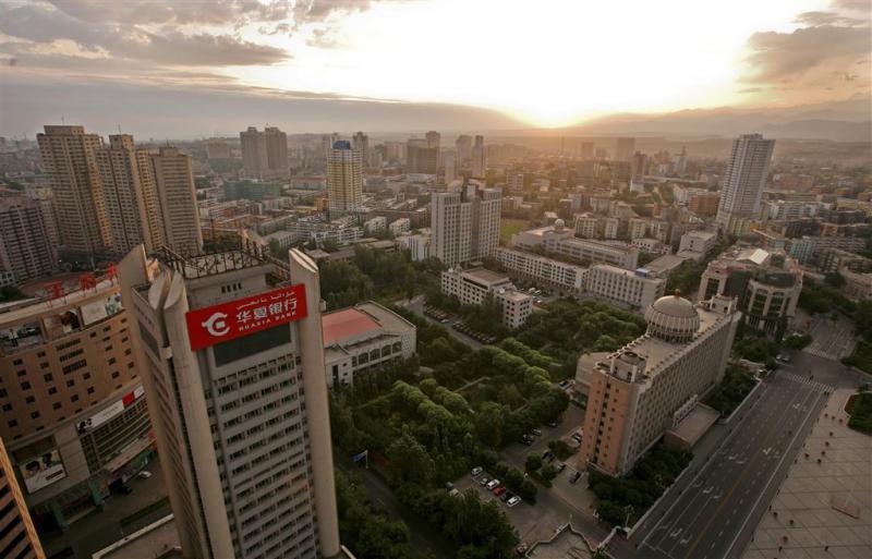Koenders spreekt China aan op gebruik spyware
