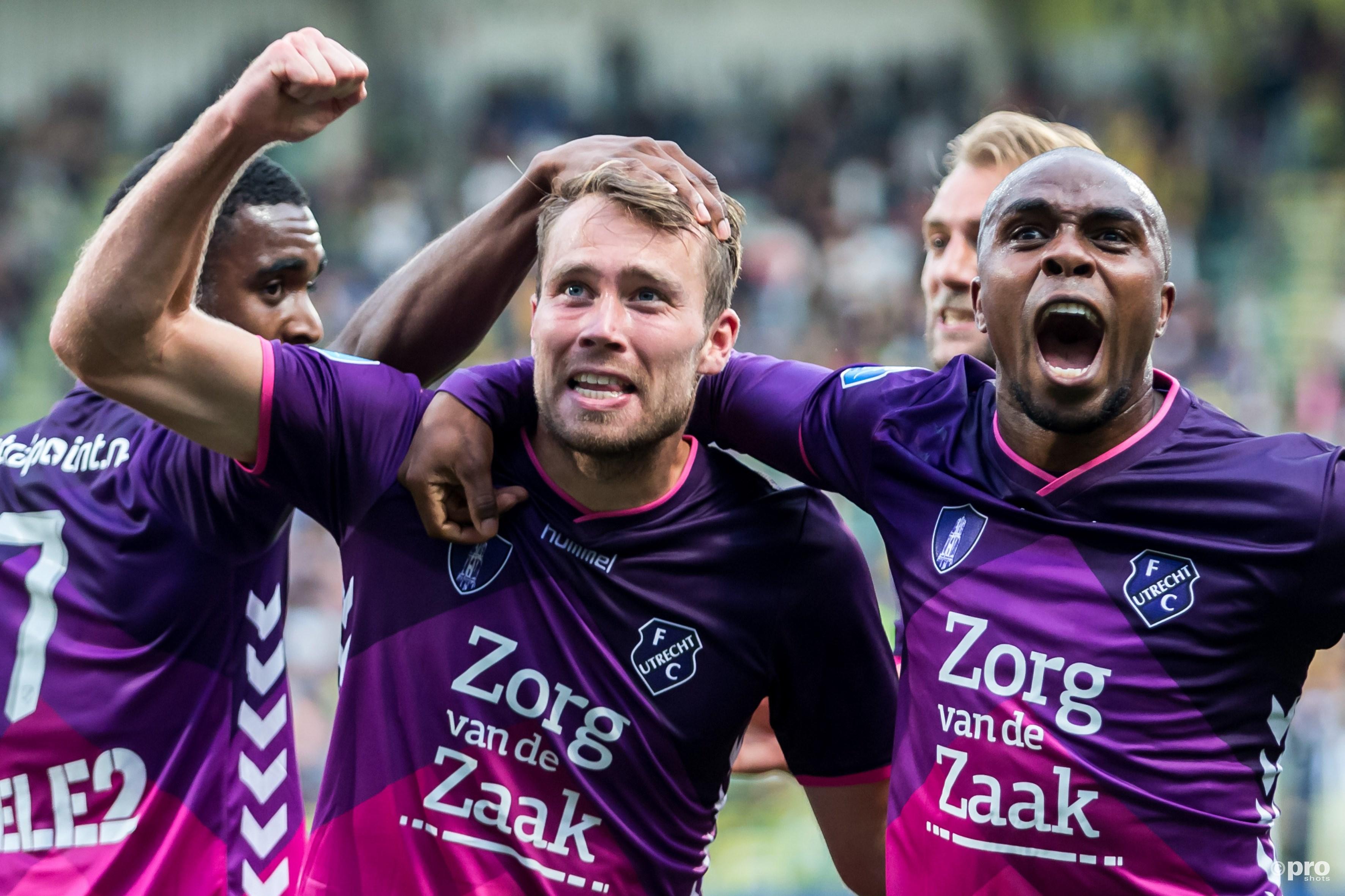 FC Utrecht speler Edson Braafheid (r) viert de 0-2 met doelpunten maker FC Utrecht speler Sander van de Streek (2e l)(PRO SHOTS/Kay Int Veen)