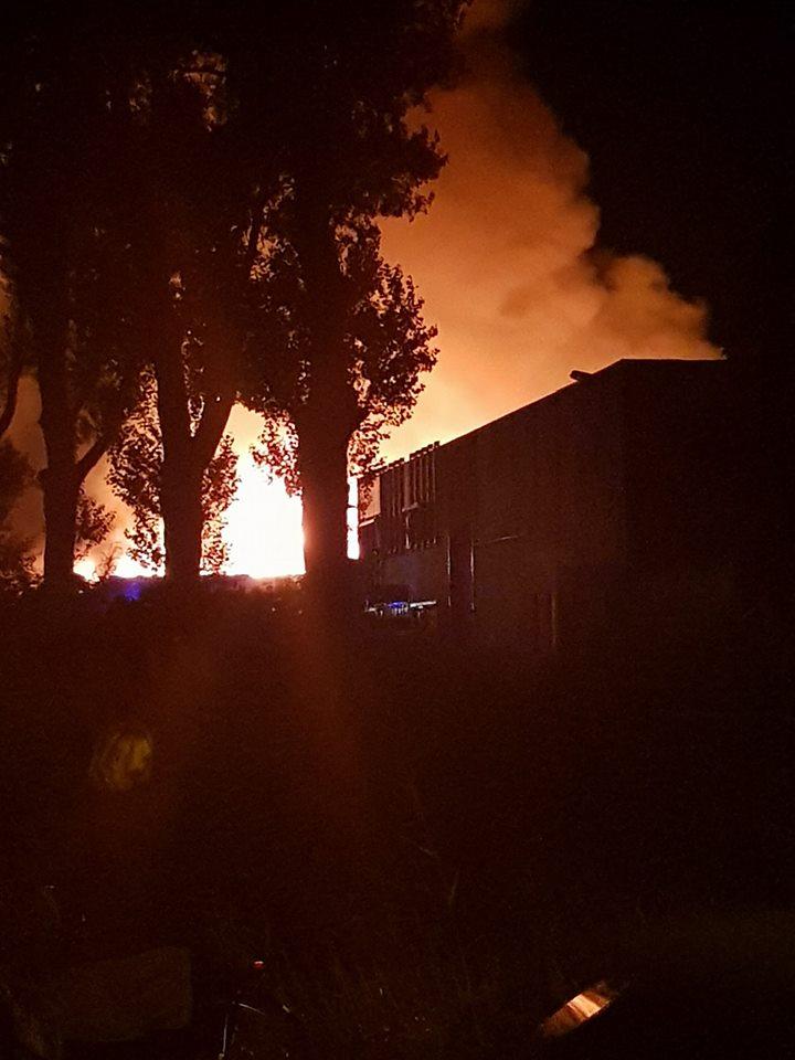 Felle brand in Alkmaar (Foto: Edwin Borst)