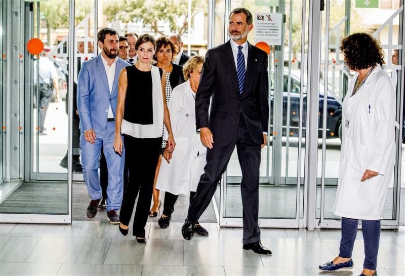 Spaanse koning bezoekt slachtoffers aanslag