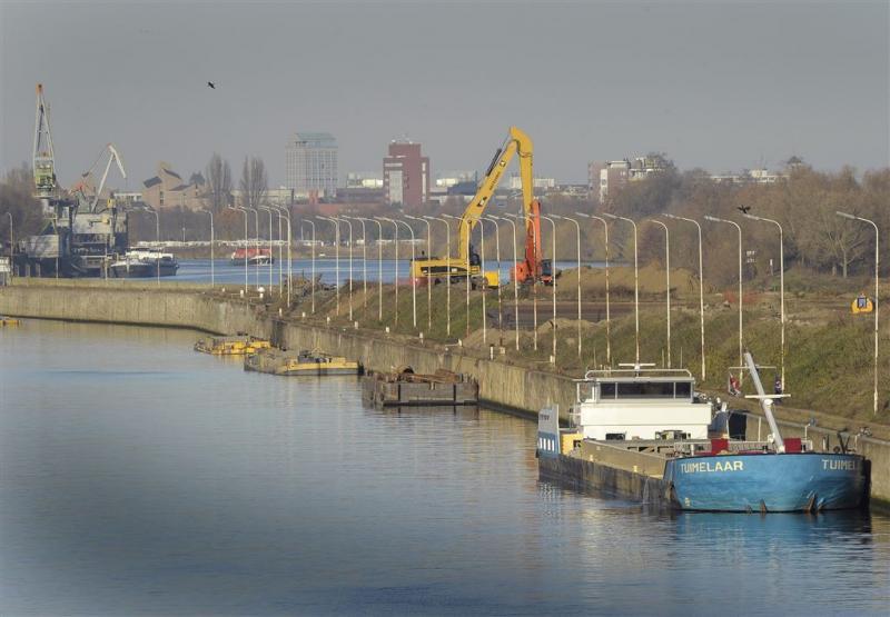 Scheepvaart Maas stilgelegd na ongeval