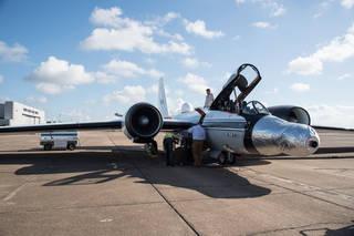 1 van de vliegtuigen. De instrumenten zitten onder de zilverkleurige kap op de neus (Foto: NASA Johnsons Space Center)