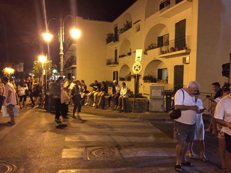 Doden na aardbeving Italiaans vakantie-eiland