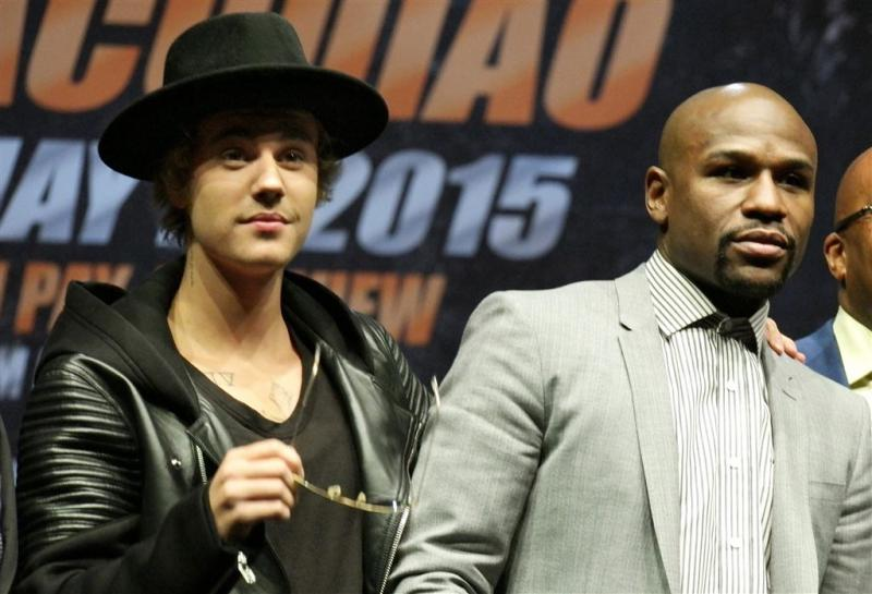 Bokser Mayweather boos op Bieber om ontvolgen