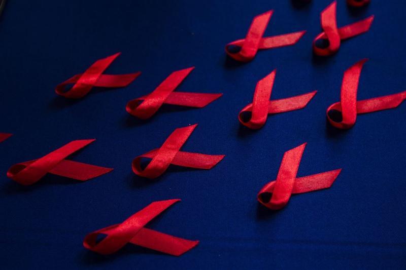 Verzekeraar openbaart hiv-status cliënten