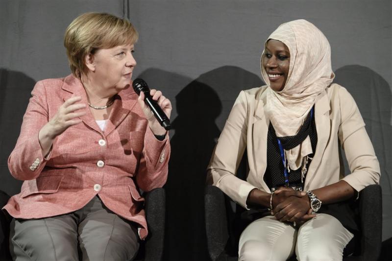 Merkel: geen spijt van vluchtelingenbeleid