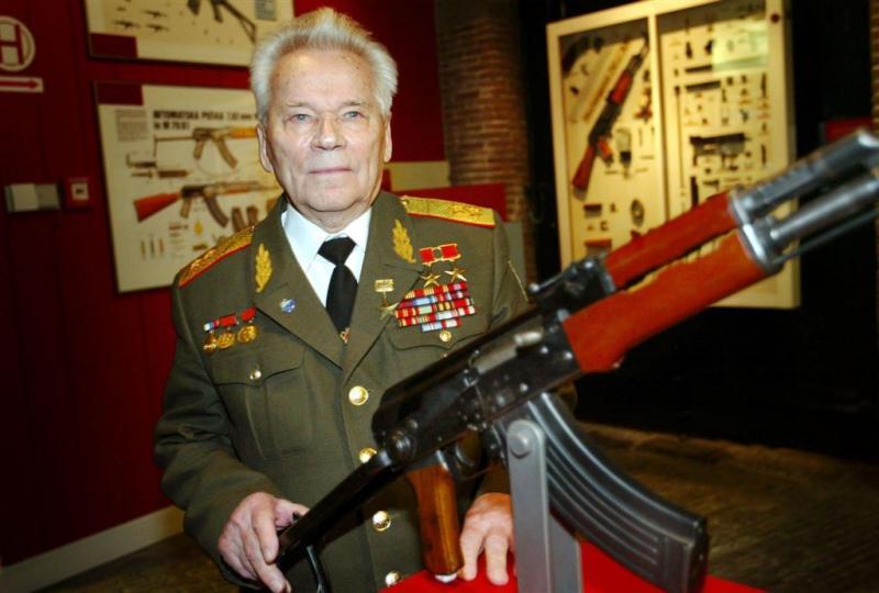 AK-47-ontwerper Kalasjnikov krijgt standbeeld