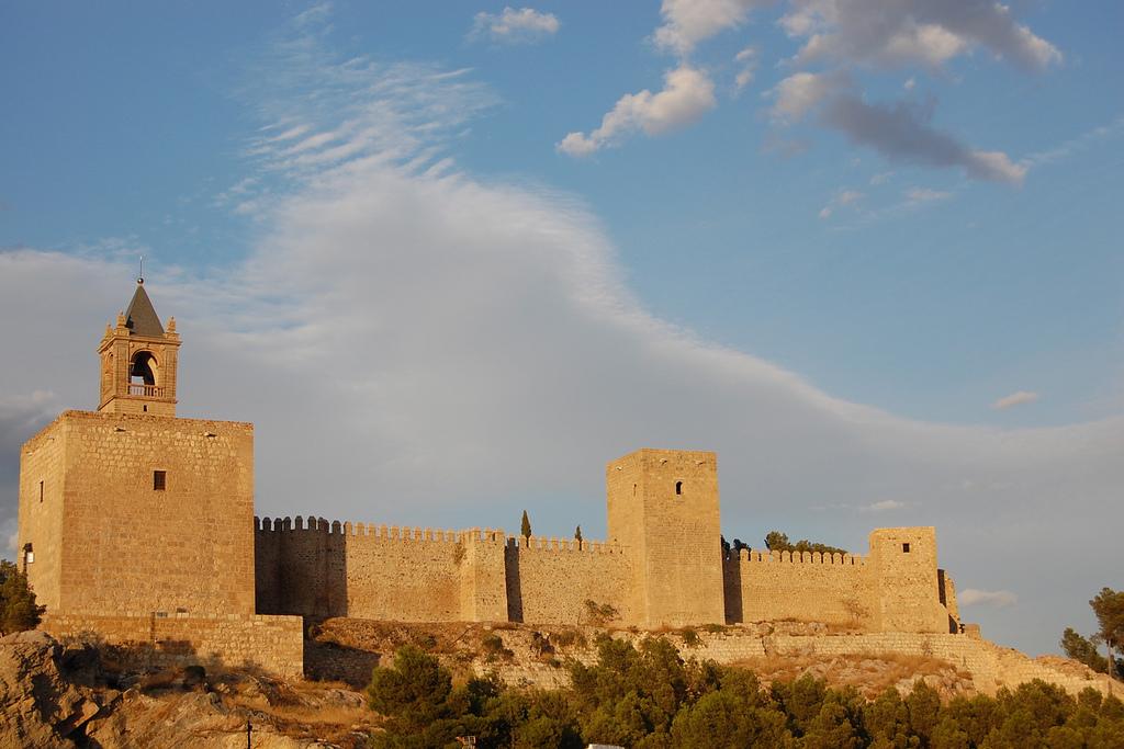 Het mooie Moorse kasteel bij Antequera (Foto: WikiCommons)