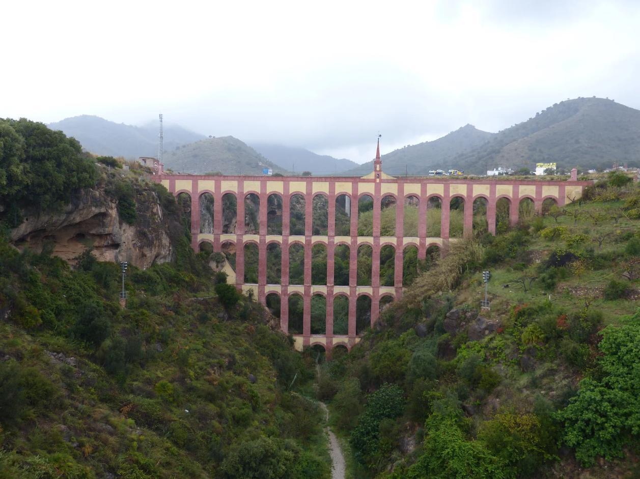 Het aquaduct bij Nerja (Foto: Panoramio)