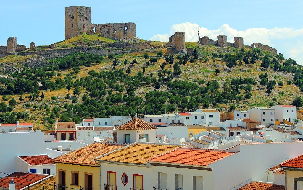 Kasteelruïnes bovenop een berg bij Teba (Foto: Panoramio)