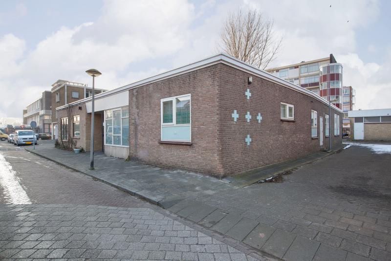Je eigen moskee in Den Helder (Foto: Funda)