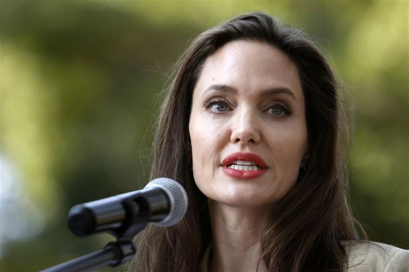 Angelina heeft moeite met vrijgezellenbestaan