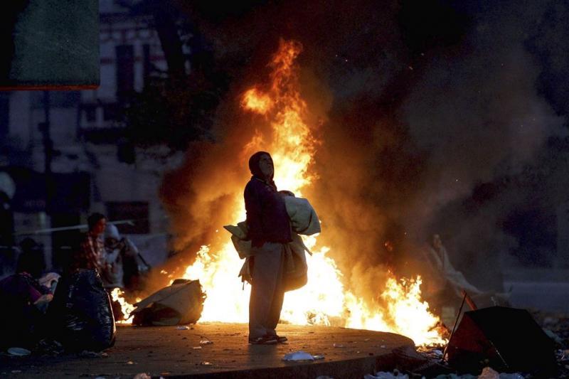 Man rent vuur in en overlijdt op Burning Man