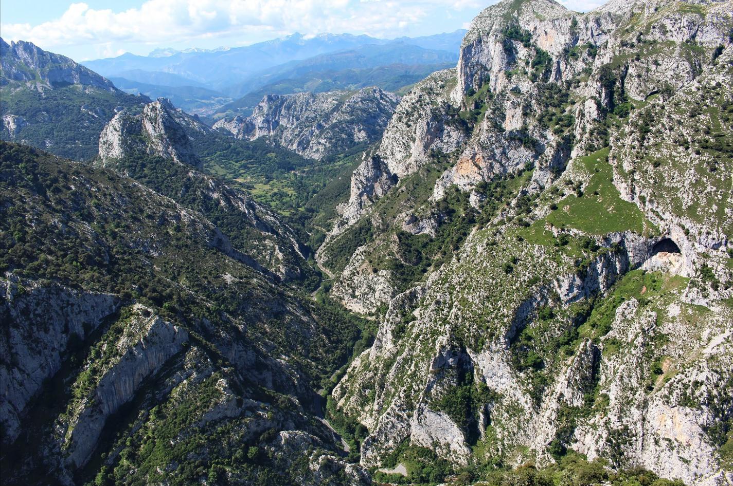 De prachtige kloof, uitgesleten door de Deva (Foto: Panoramio)
