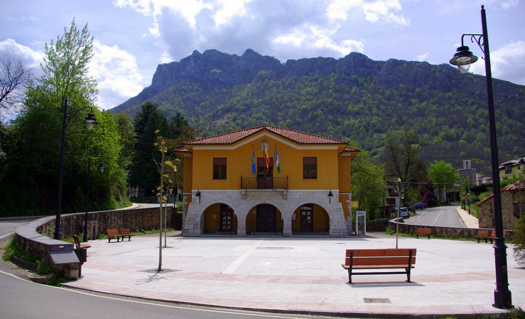 Het pleintje in Campo de Caso (Foto: Panoramio)