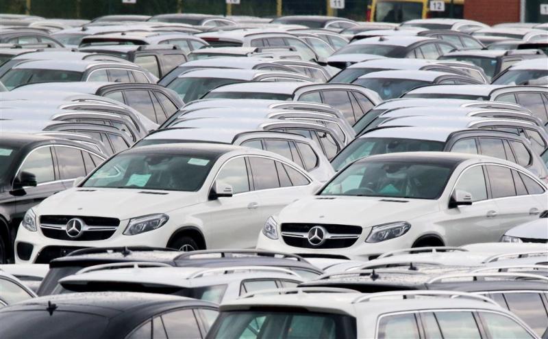Merkel bezorgd over auto-industrie