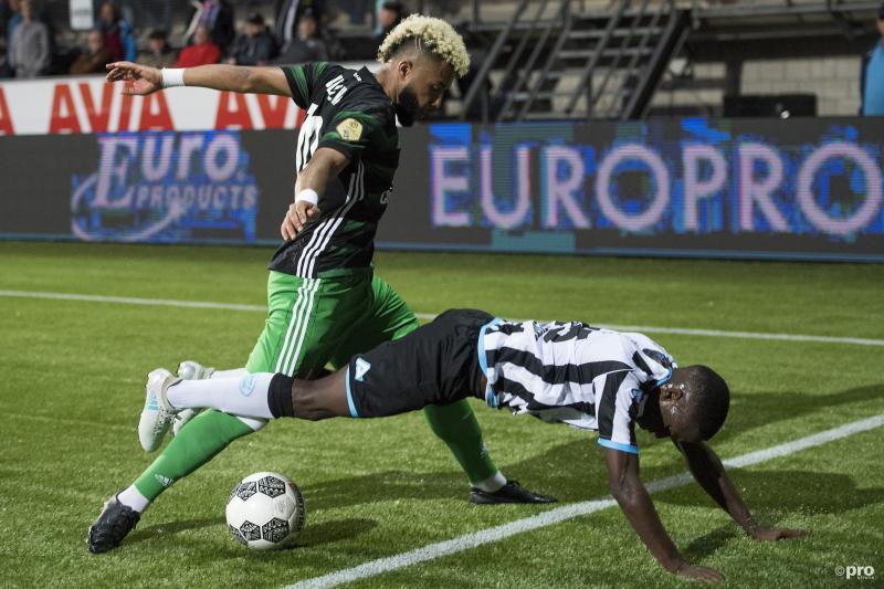 We kwamen Feyenoord-speler Tonny Vilhena en Heracles Almelo-speler Jamiro Monteiro in een beetje een vreemde positie tegen, wat is hier gaande? (Pro Shots / Jasper Ruhe)