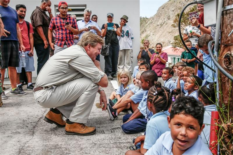 Koning rondt bezoek aan getroffen eilanden af