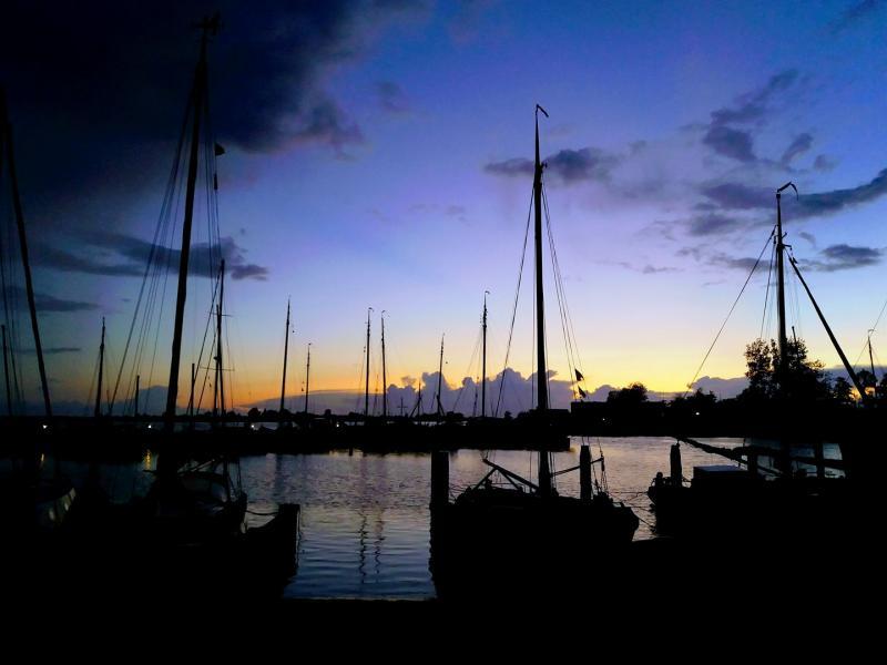 Een goede vriendin van me heeft zondag na het wadlopen deze foto gemaakt van de haven van Lauwersoog.  (Foto: Linda)