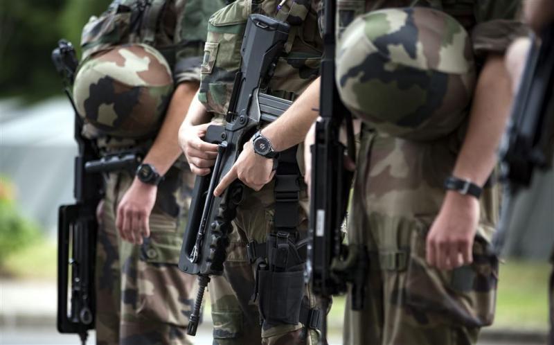 Militair overmeestert aanvaller in Parijs