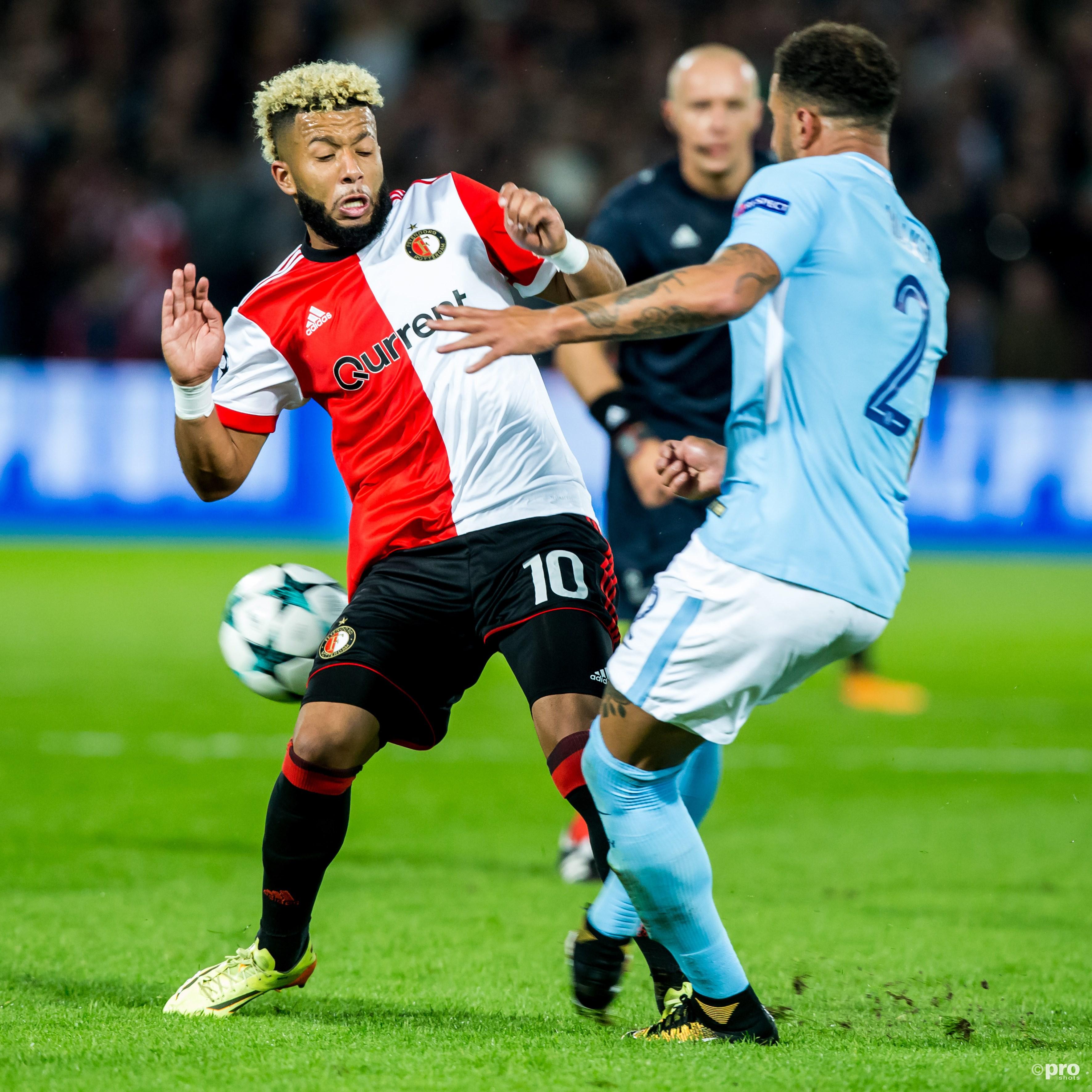 Feyenoord-speler Tonny Vilhena (l) in duel met Manchester City-speler Kyle Walker (r). (PRO SHOTS/Kay Int Veen)