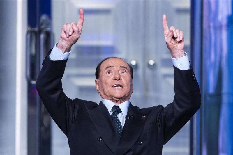 Berlusconi terug op politieke toneel
