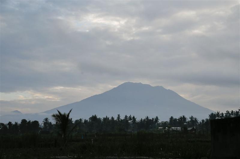 Bijna 50.000 mensen vluchten voor vulkaan Bali