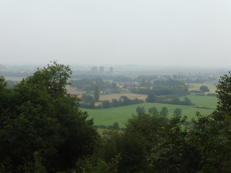 Vandaag 21 km gewandeld en een foto gemaakt vanaf de Duivelsberg in Berg en Dal. Het is nog mistig boven Duitsland (Foto: qltel)
