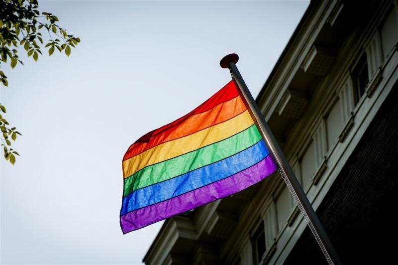 'Arrestaties om regenboogvlag bij concert'