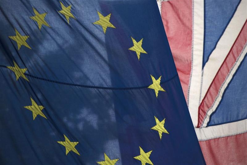 Onderhandelingen over brexit uit het slop