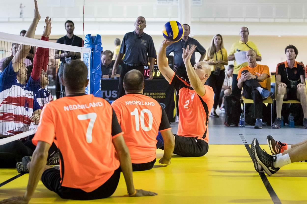 De zitvolleyballers werden in de voorrondes uitgeschakeld door de Amerikanen (Foto: Ministerie van Defensie)