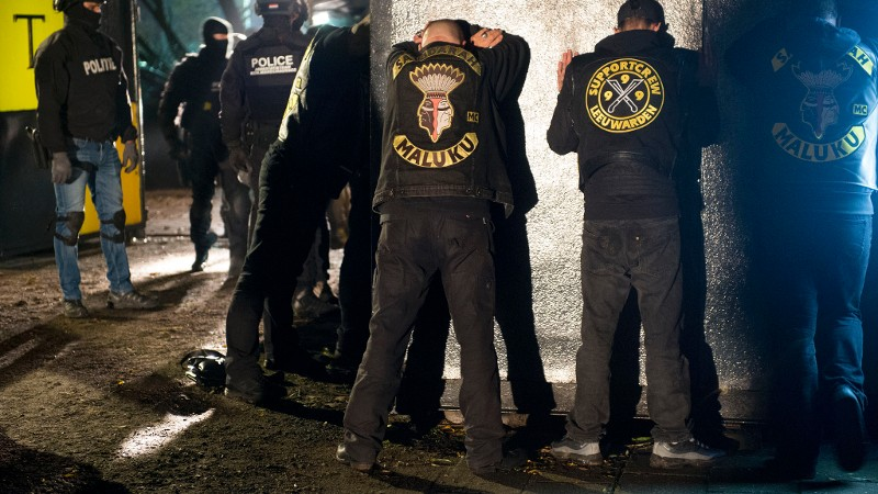 Drugs en wapens aangetroffen bij Satudarah (Foto: Politie.nl)