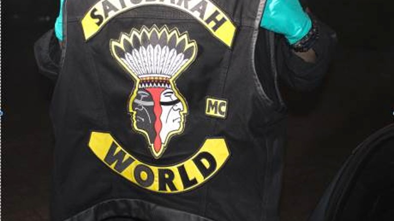 Politie valt clubhuizen Satudarah binnen (Foto: Politie.nl)