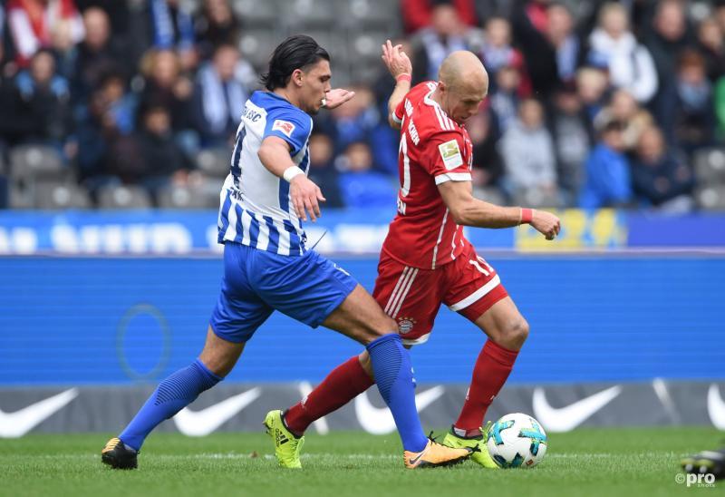Karim Rekik in duel met Arjen Robben (Pro Shots / Witters)
