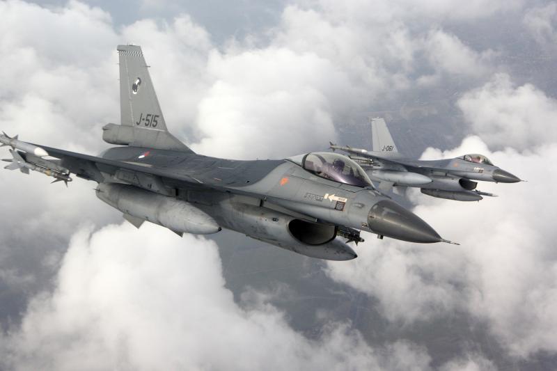 2 bewapende F-16-jachtvliegtuigen (Foto: Ministerie van Defensie)