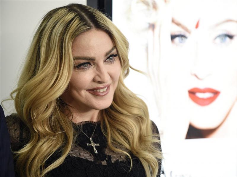 Fan Madonna krijgt half miljoen na arrestatie