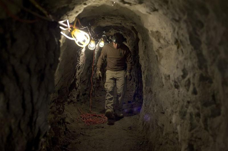 Rovers graven tunnel van 600 meter naar bank