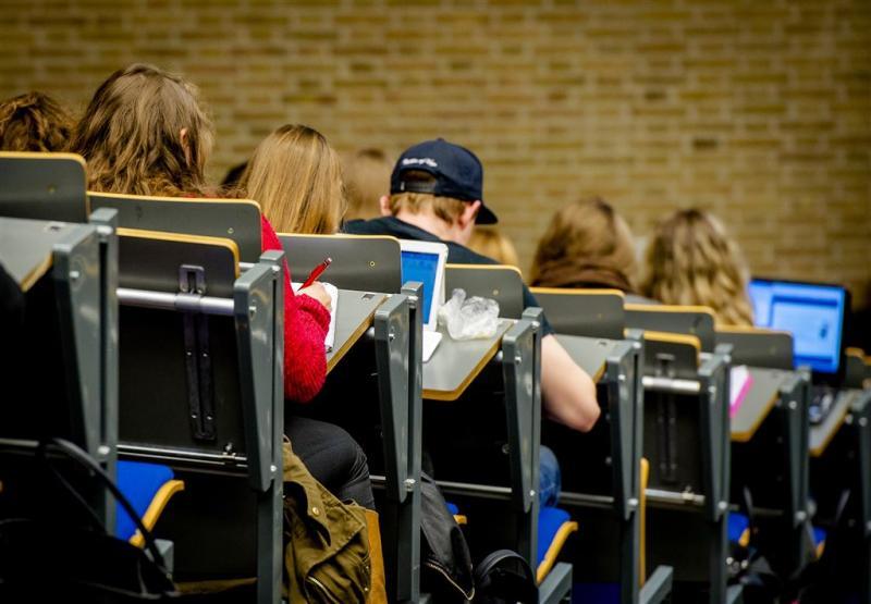 Studiebeurs niet terug, collegegeld wel lager