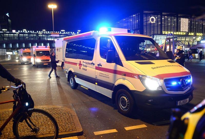 Ambulance rijdt voetganger dood in Hamburg