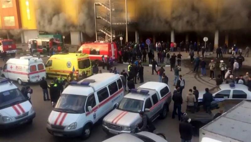 Duizenden geëvacueerd uit brandende bouwmarkt