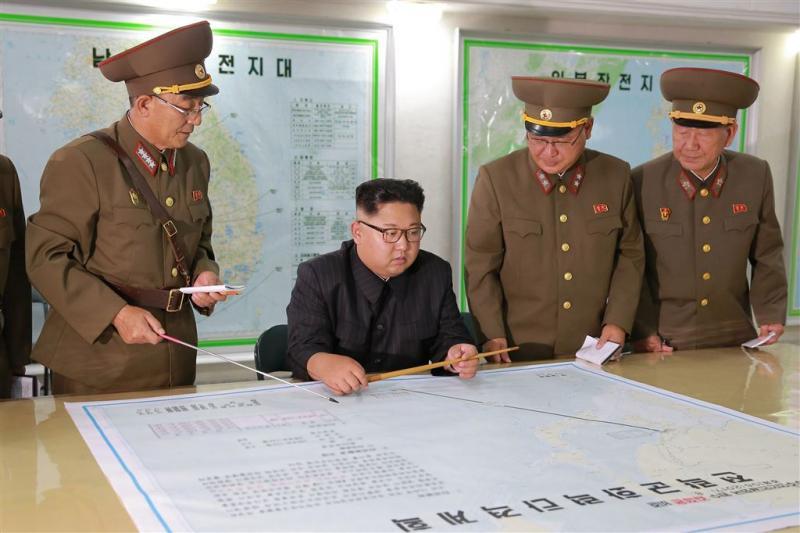 'Leger Noord-Korea oefent met glijschermen'