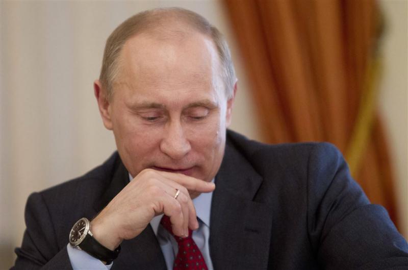 Poetin krijgt puppy