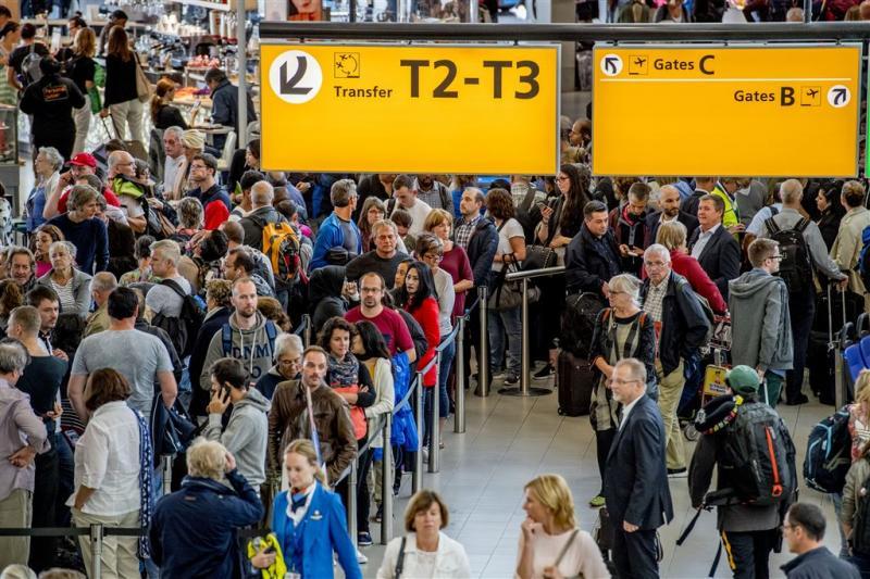 Schiphol: 3 miljoen reizigers in vakantie